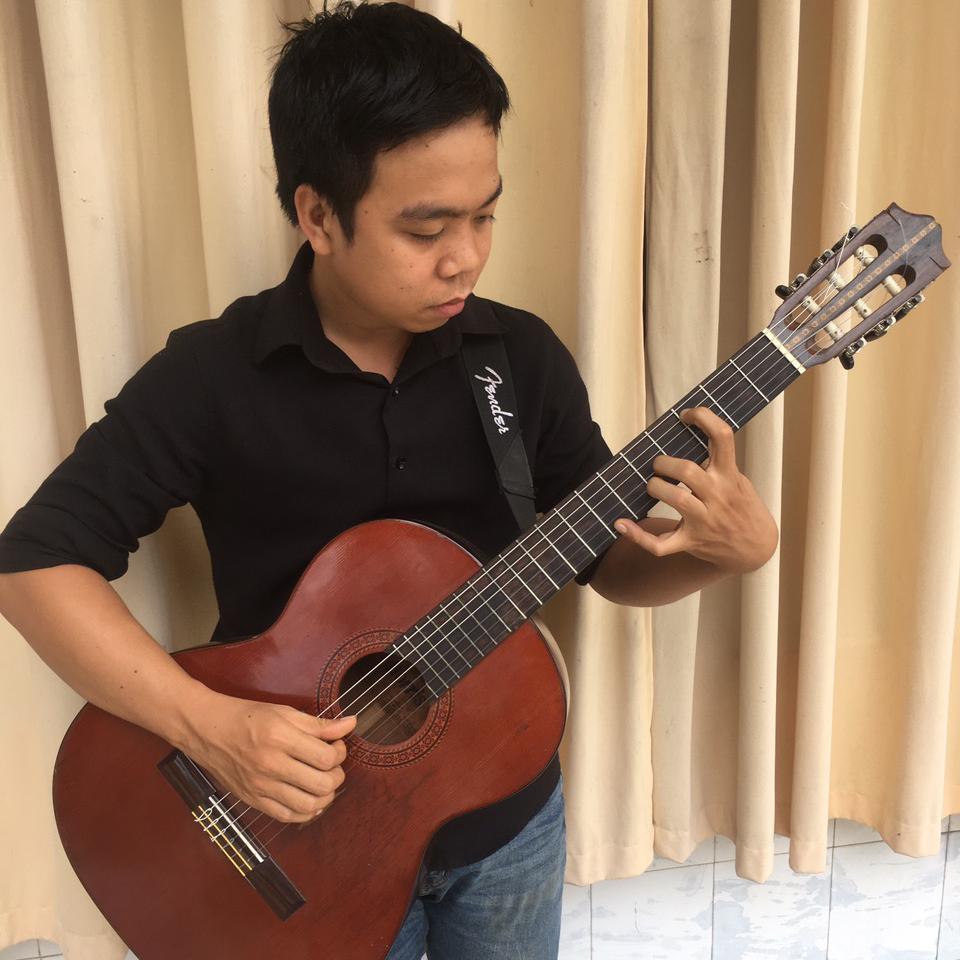 giao-vien-gia-su-day-dan-guitar-tai-nha.jpg
