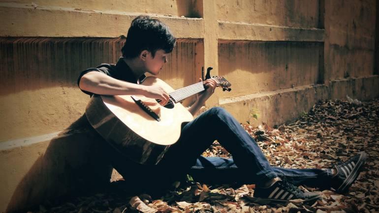 Phố xa guitar solo Mitxi Tòng kèm tab