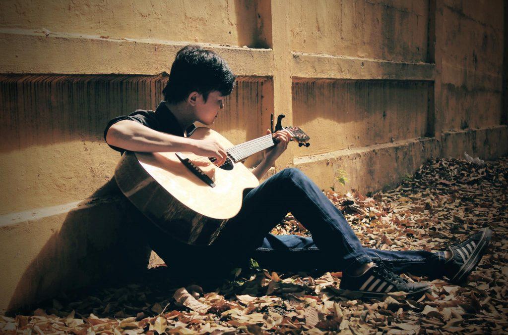 khoa-hoc-dan-guitar-fingerstyle-gia-re-tphcm