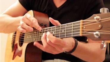 Học fingerstyle guitar cho người mới bài 1 – Fingerstyle guitar căn bản
