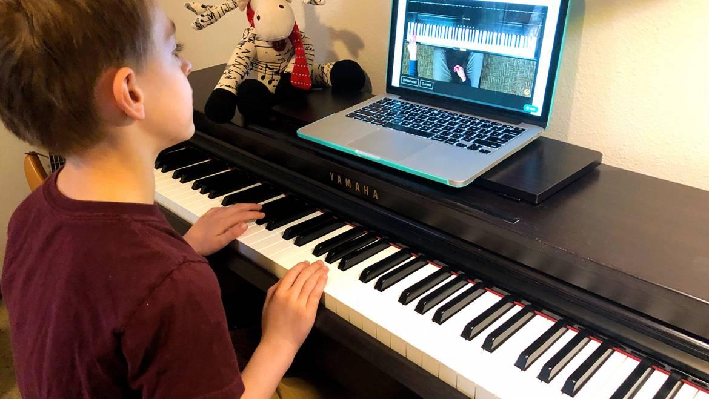 Khóa học nhạc cụ (Piano, guitar, organ, ukulele…) online qua Video call